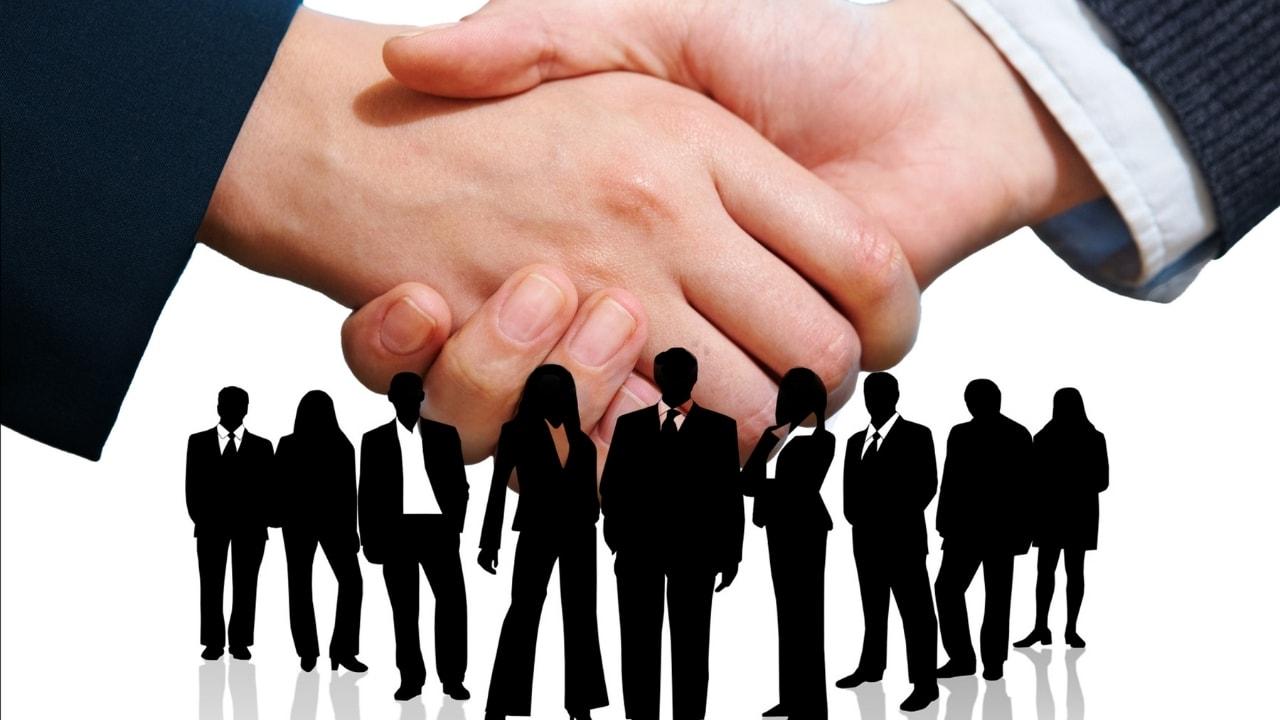 握手をしている画像